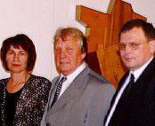 Soome-Ugri Kirjanduste Assotsiatsiooni president Arvo Valton (keskel)