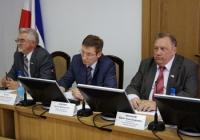 Министр внутренних дел Артем Хохорин (в середине) встретился с депутатами Госсобрания республики