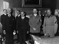 Подписание Мюнхенского соглашения (слева направо): Невилл Чемберлен, Эдуард Даладье, Адольф Гитлер и Бенито Муссолини 30 сентября 1938 года