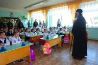 Архиепископ Йошкар-Олинский и Марийский Иоанн в одной из школ Марий Эл. Фото: mari.eparhia.ru