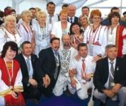 Участники V Всемирного конгресса финно-угорских народов в Ханты-Мансийске, июнь 2008 г.