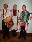 Михаил Кутлусатов  (слева) со своим барабаном. Фото: Anu Väliaho