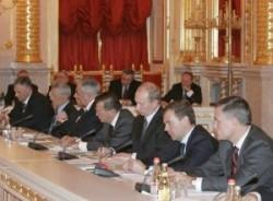 Дмитрий Медведев отказался играть по предложенной ему схеме, а сам стал тасовать колоду региональной элиты