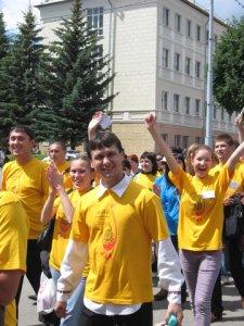 Александр Речкин с участниками слета на Пеледыш пайрем, Йошкар-Ола, 19 июня 2010 г. Фото: kiselev_yola