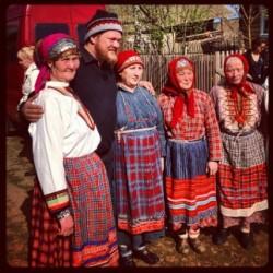 Вилле Хаапасало с бесермянами. Фото: bezformata.ru