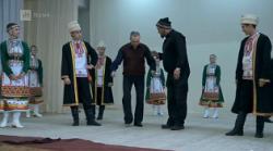 Вилле Хаапасало учится танцевать марийские танцы