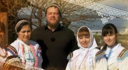 Вилле Хаапасало с горномарийками