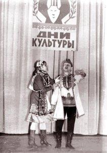 Танцуют Н.Дружинина и А.Жандарский