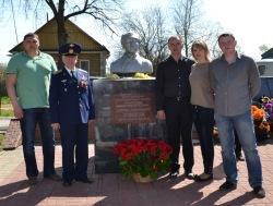 Московские мари у памятника Сергею Суворову