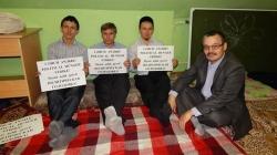 Участники голодовки. Фото: intertat.ru