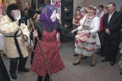 Ряженые Васли кува-кугыза на марийском празднике Шорыкйол