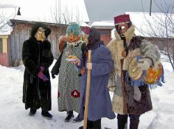 Ряженые во время праздника Шорыкйол