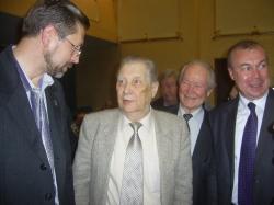А-Эшпай (в середине)