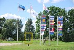 Финно-угорские флаги в Обинице. Фото: Postimees