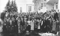 """Участники конференция """"У вий"""" около библиотеки Чавайна, 1989 г."""