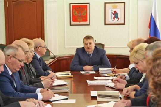 Работа вахтером для пенсионеров в москве сутки трое для женщин