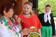 Конкурс национальных блюд проводит Вероника Кондратьева