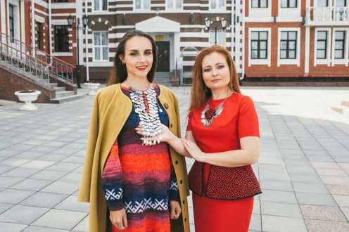 Евгения Кошкина справа