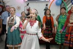 Поет Виолетта Аккузина