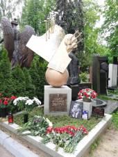 Памятник работы скульптора Леонида Баранова