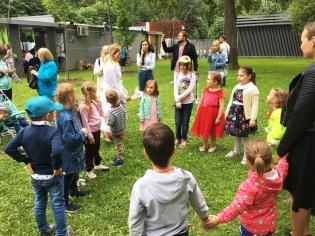 Для детей свои конкурсы - игры проводит Снежана Александрова
