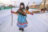 Марийские национальные костюмы отличаются яркими цветами. На фото: женщина в национальном костюме во время обрядового праздника Шорык Йол. Фото: Артур Салимов