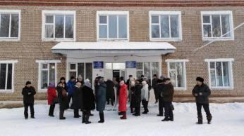 Чураевцы у больницы ждут приезд министра здравоохранения РБ